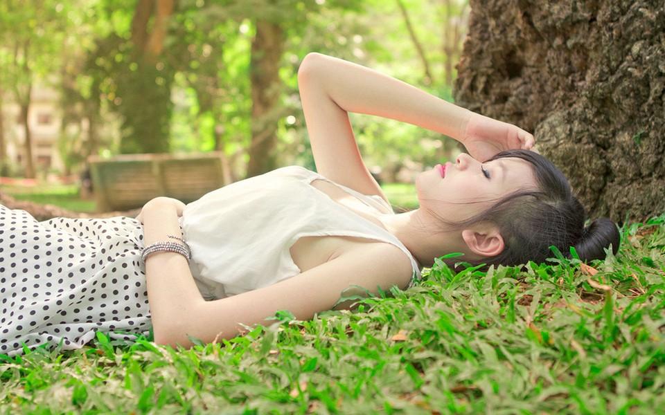 夏日清新美少女可爱桌面壁纸
