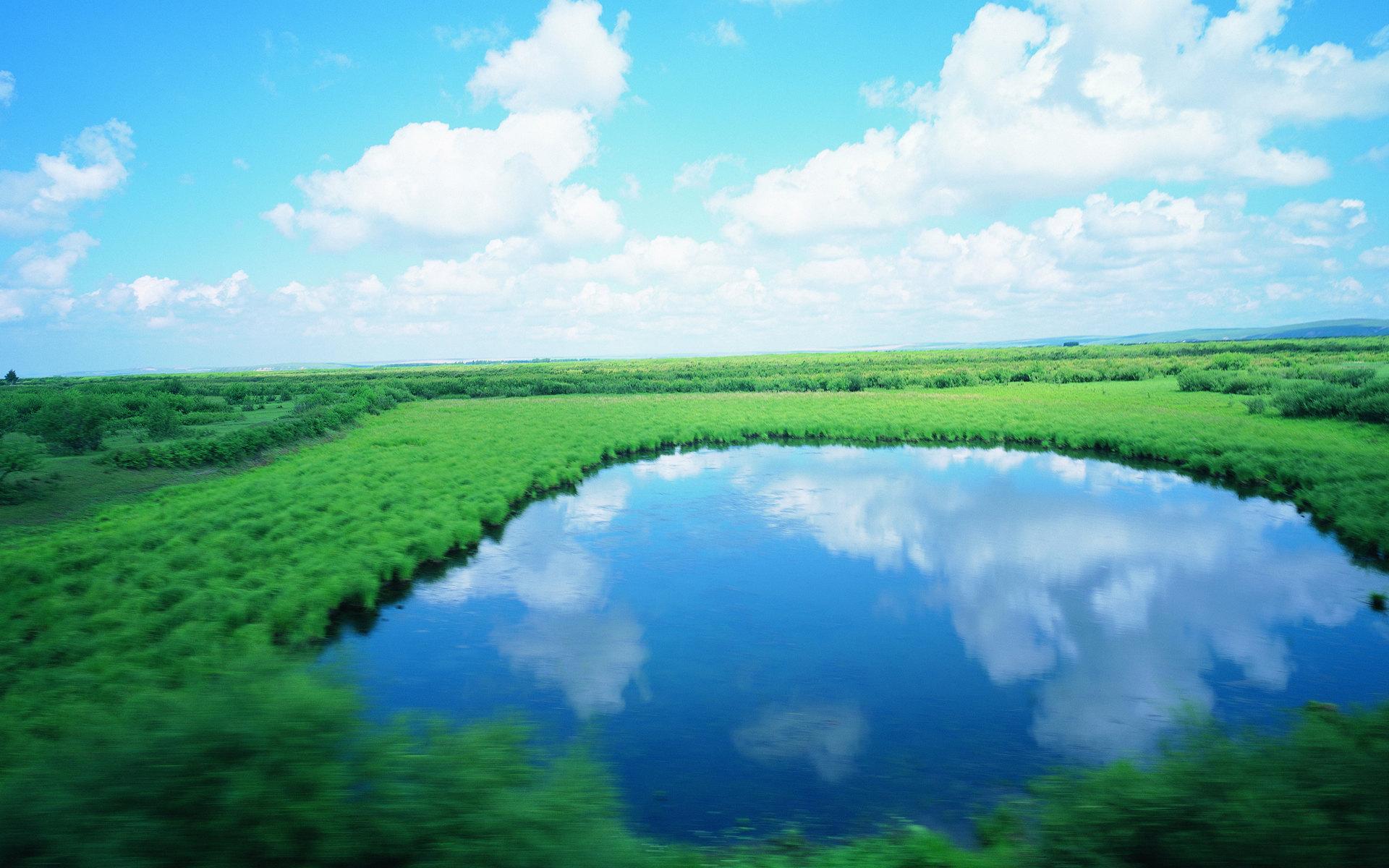 蓝天白云草原湖泊风光壁纸图片