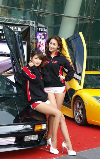 双胞胎车模性感壁纸