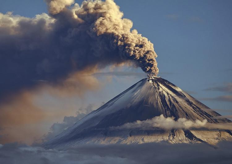 壮观火山爆发高清壁纸