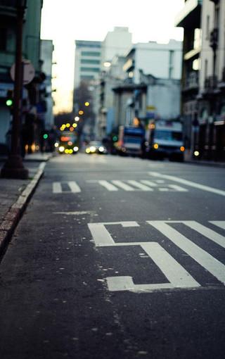 穿梭城市唯美街景特写壁纸图片