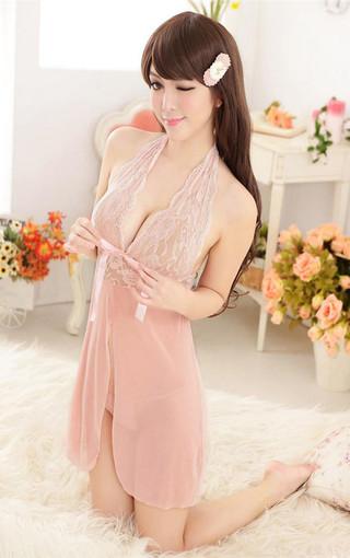 韩国美女秀秀粉色睡衣迷人胸线高清壁纸