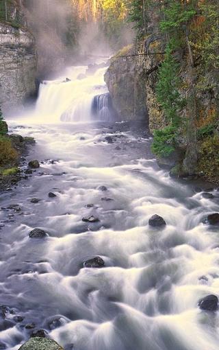 唯美自然溪流风景手机壁纸