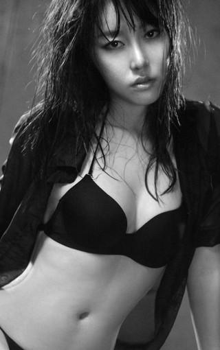 性感黑白魅力美女壁纸
