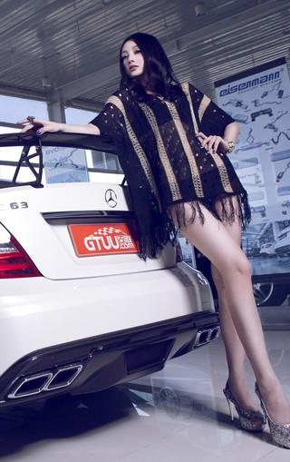奔驰车模美女安卓手机壁纸