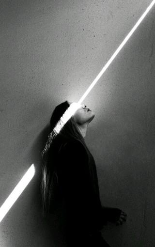 黑白美女手机壁纸图片