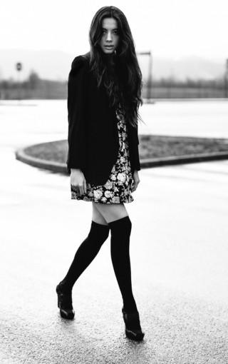 高清黑白色美女壁纸