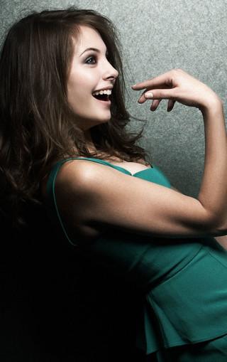 红唇冷艳气质美女手机壁纸_图片素材