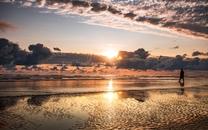 水边落日夕阳风景图片壁纸