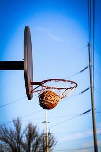 蓝天下的篮球框图片壁纸