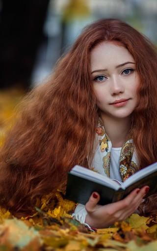 唯美秋季森林风景美女壁纸